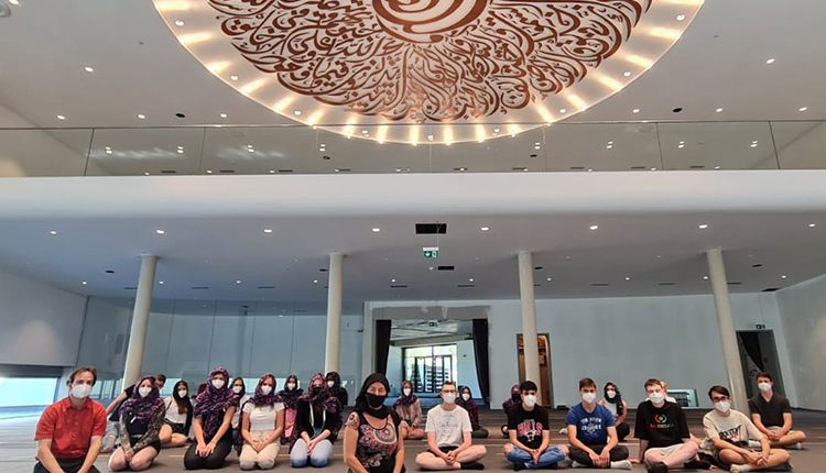 Schüler/innen der 3AJ in der Moschee in Graz